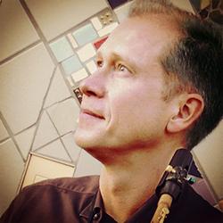 Muziekleraar saxofoon Eric Laret
