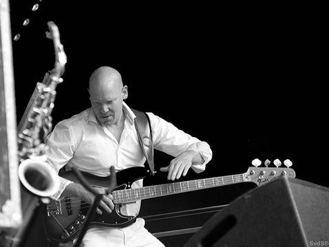 Muziekleraar bas Arjan Beumer